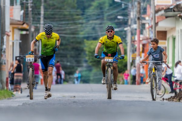 Oscar Coca, Jhon Jairo Villarraga, L°bano arrival. Photo Esteban Barrera